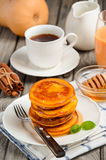 Τηγανίτες κολοκύθας με το μέλι Στοκ εικόνα με δικαίωμα ελεύθερης χρήσης
