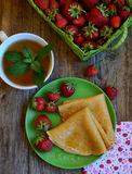 Τηγανίτες με τη φράουλα στοκ φωτογραφίες