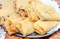 Τηγανίτες με το τυρί εξοχικών σπιτιών και άλλα καλύμματα Shrovetide Στοκ Εικόνα