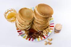 Τηγανίτες που ολοκληρώνονται με το μέλι Στοκ φωτογραφία με δικαίωμα ελεύθερης χρήσης