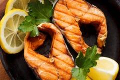 Τηγανισμένα ή ψημένα στη σχάρα ψάρια Στοκ Εικόνα
