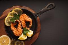 Τηγανισμένα ή ψημένα στη σχάρα ψάρια Στοκ Εικόνες