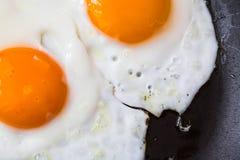 Τηγανισμένα αυγά στην πανοραμική λήψη Στοκ εικόνα με δικαίωμα ελεύθερης χρήσης