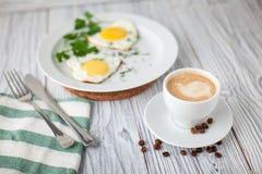 Τηγανισμένα αυγά coffe Στοκ εικόνα με δικαίωμα ελεύθερης χρήσης