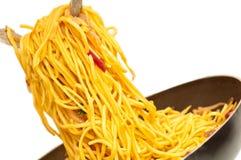 τηγανισμένα αυγό noodles ανακατώ& Στοκ εικόνα με δικαίωμα ελεύθερης χρήσης