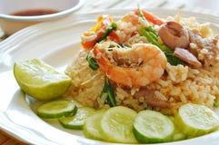 Τηγανισμένα γαρίδα και χοιρινό κρέας ρυζιού με τη σάλτσα ψαριών τσίλι Στοκ Εικόνες