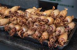 Τηγανισμένα εύγευστα θαλασσινά σουπιών σε ένα πιάτο στοκ εικόνες