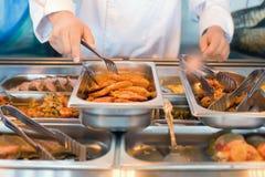 τηγανισμένα μάγειρας nippers κρέ&al Στοκ εικόνα με δικαίωμα ελεύθερης χρήσης