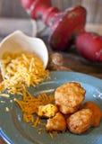 Τηγανισμένα μακαρόνια και τυρί Στοκ εικόνα με δικαίωμα ελεύθερης χρήσης