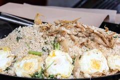 Τηγανισμένα παστά γαρίδα ψάρια αυγών ρυζιού kampong Στοκ Εικόνα