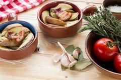 τηγανισμένα πατάτες και μπέϊκον Στοκ Εικόνες