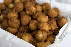 τηγανισμένα σπιτικά hushpuppies Στοκ εικόνα με δικαίωμα ελεύθερης χρήσης