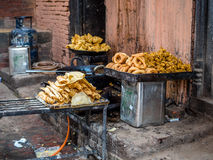 Τηγανισμένα τρόφιμα οδών σε Bhaktapur, Νεπάλ Στοκ Φωτογραφία