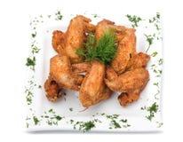 Τηγανισμένα φτερά κοτόπουλου στο λευκό Στοκ εικόνα με δικαίωμα ελεύθερης χρήσης