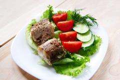 Τηγανισμένα ψάρια με τη σαλάτα Στοκ Εικόνες