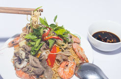 Τηγανισμένα noodles στοκ εικόνες