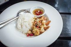 Τηγανισμένες γαρίδες, άλας, πιπέρι με το ρύζι Στοκ φωτογραφία με δικαίωμα ελεύθερης χρήσης