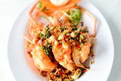 Τηγανισμένες γαρίδες με το σκόρδο και το πιπέρι Στοκ Εικόνες