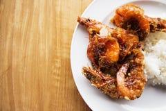 Τηγανισμένες θαλασσινά γαρίδες με τη γλυκά σάλτσα και το ρύζι Στοκ Φωτογραφία