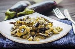 Τηγανισμένες μελιτζάνες με το σκόρδο Στοκ Εικόνες