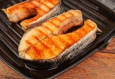Τηγανισμένες μπριζόλες των κόκκινων ψαριών Στοκ Εικόνα