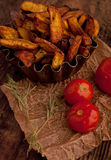 Τηγανισμένες πατάτες με τις ντομάτες Στοκ φωτογραφία με δικαίωμα ελεύθερης χρήσης
