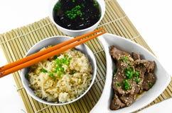 Τηγανισμένες ρύζι ψητού σκόρδο και σούπα φυκιών. στοκ εικόνες