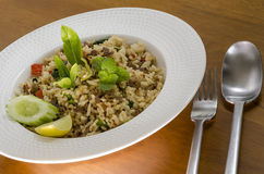 Τηγανισμένη άδεια βασιλικού με το κρέας στο ρύζι Στοκ Εικόνες