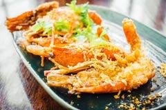 Τηγανισμένη γαρίδα με το σκόρδο στο πιάτο Στοκ φωτογραφίες με δικαίωμα ελεύθερης χρήσης