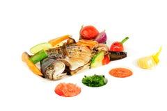 Τηγανισμένη επιθυμία με τα ψημένες στη σχάρα λαχανικά και τις σάλτσες Στοκ εικόνα με δικαίωμα ελεύθερης χρήσης