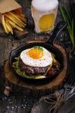Τηγανισμένη κομματιασμένη μπριζόλα βόειου κρέατος στοκ εικόνες