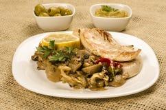 Τηγανισμένη κοτόπουλο μπριζόλα με το μανιτάρι Στοκ φωτογραφίες με δικαίωμα ελεύθερης χρήσης