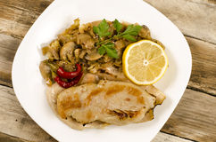 Τηγανισμένη κοτόπουλο μπριζόλα με το μανιτάρι Στοκ Εικόνες
