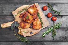 Τηγανισμένη κρέας μπριζόλα χοιρινού κρέατος που ψήνεται Στοκ Φωτογραφία