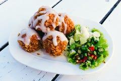 Τηγανισμένη σφαίρα χοιρινού κρέατος με το τσίλι και το σκόρδο Στοκ εικόνα με δικαίωμα ελεύθερης χρήσης