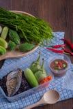 Τηγανισμένη mackere σάλτσα γαρίδα-κολλών ρυζιού μούρο και φυτικό boxset Στοκ εικόνα με δικαίωμα ελεύθερης χρήσης