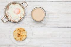 Τηγανισμένοι αυγό, καφές και arepa Στοκ Εικόνες