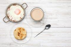 Τηγανισμένοι αυγό, καφές και arepa Στοκ εικόνα με δικαίωμα ελεύθερης χρήσης
