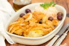 Τηγανισμένοι μπακαλιάροι με το βρασμένο ελαιόλαδο ρυζιού και Στοκ Φωτογραφία