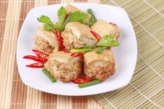 Τηγανισμένος χρυσός φραγμός ως πικάντικο τηγανισμένο tofu κομματιασμένο περικάλυμμα χοιρινό κρέας Στοκ φωτογραφία με δικαίωμα ελεύθερης χρήσης