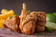 Τηγανισμένο κοτόπουλο με το λεμόνι στοκ φωτογραφίες με δικαίωμα ελεύθερης χρήσης