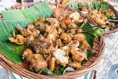 Τηγανισμένο κοτόπουλο με το καρύκευμα, δημοφιλές στα τρόφιμα bazaar κατά τη διάρκεια Ramadan Στοκ εικόνα με δικαίωμα ελεύθερης χρήσης