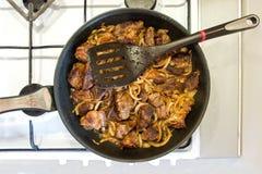 Τηγανισμένο κρέας με τα κρεμμύδια Στοκ φωτογραφία με δικαίωμα ελεύθερης χρήσης