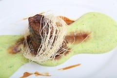 Τηγανισμένο κρέας με τον πολτοποίης πουρέ πατατών Στοκ φωτογραφία με δικαίωμα ελεύθερης χρήσης