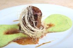 Τηγανισμένο κρέας με τον πολτοποίης πουρέ πατατών Στοκ Φωτογραφίες