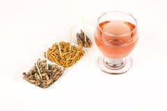 Τηγανισμένο κρασί γυαλιού εντόμων ακρίδων molitors γρύλων Στοκ φωτογραφία με δικαίωμα ελεύθερης χρήσης