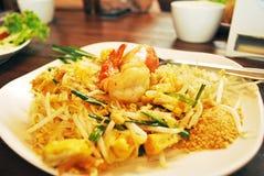 Τηγανισμένο νουντλς ρυζιού με τις γαρίδες στοκ εικόνα