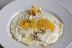 τηγανισμένο πιάτο μαχαιριών αυγών δίκρανο Στοκ εικόνες με δικαίωμα ελεύθερης χρήσης