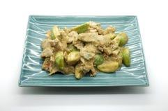 Τηγανισμένο πράσινο κάρρυ με το χοιρινό κρέας και τη μελιτζάνα, ταϊλανδικά τρόφιμα Στοκ Εικόνες