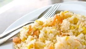 Τηγανισμένο ρύζι με τις ξηρές γαρίδες Στοκ Εικόνες